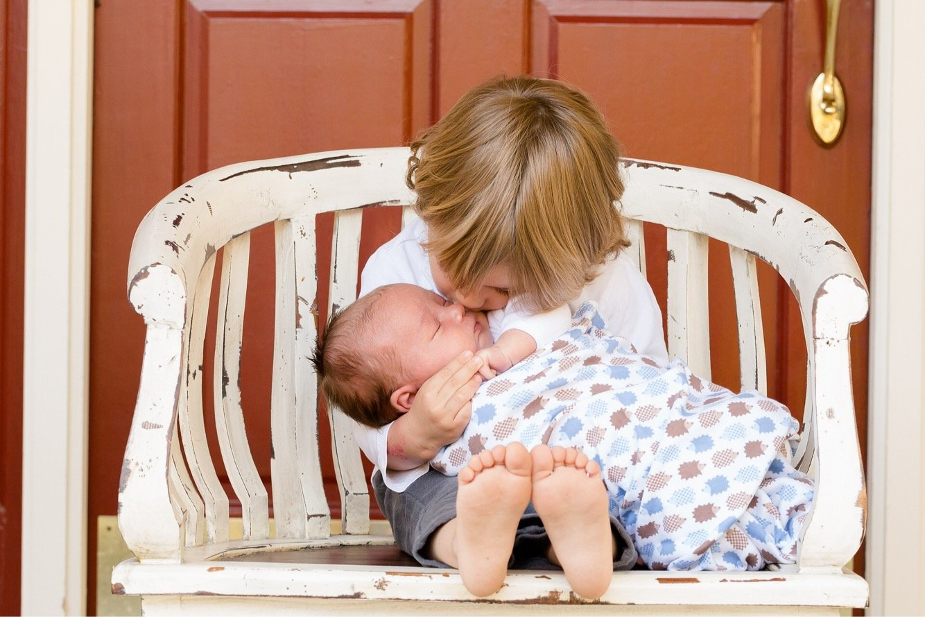 6 tips for introducing your toddler to a new baby sibling