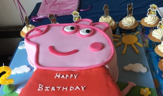 Peppa Pig toddler birthday cake