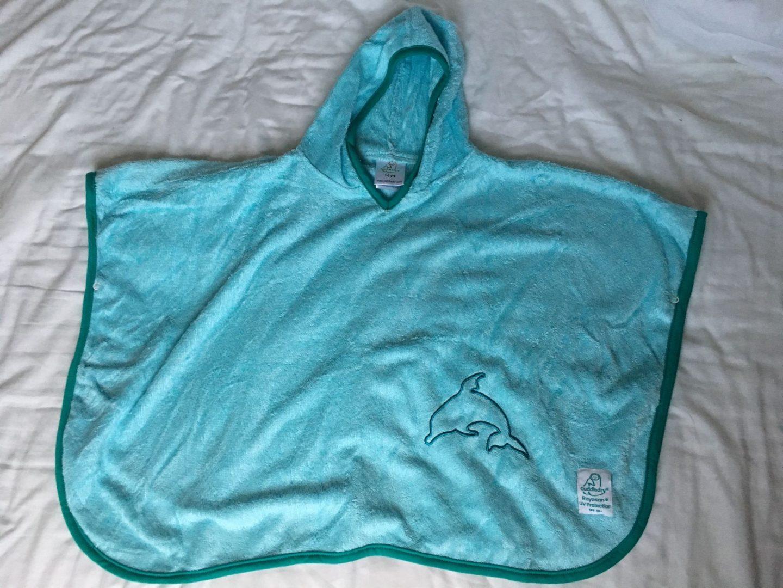 Cuddledry SPF50 poncho in aqua/turquoise
