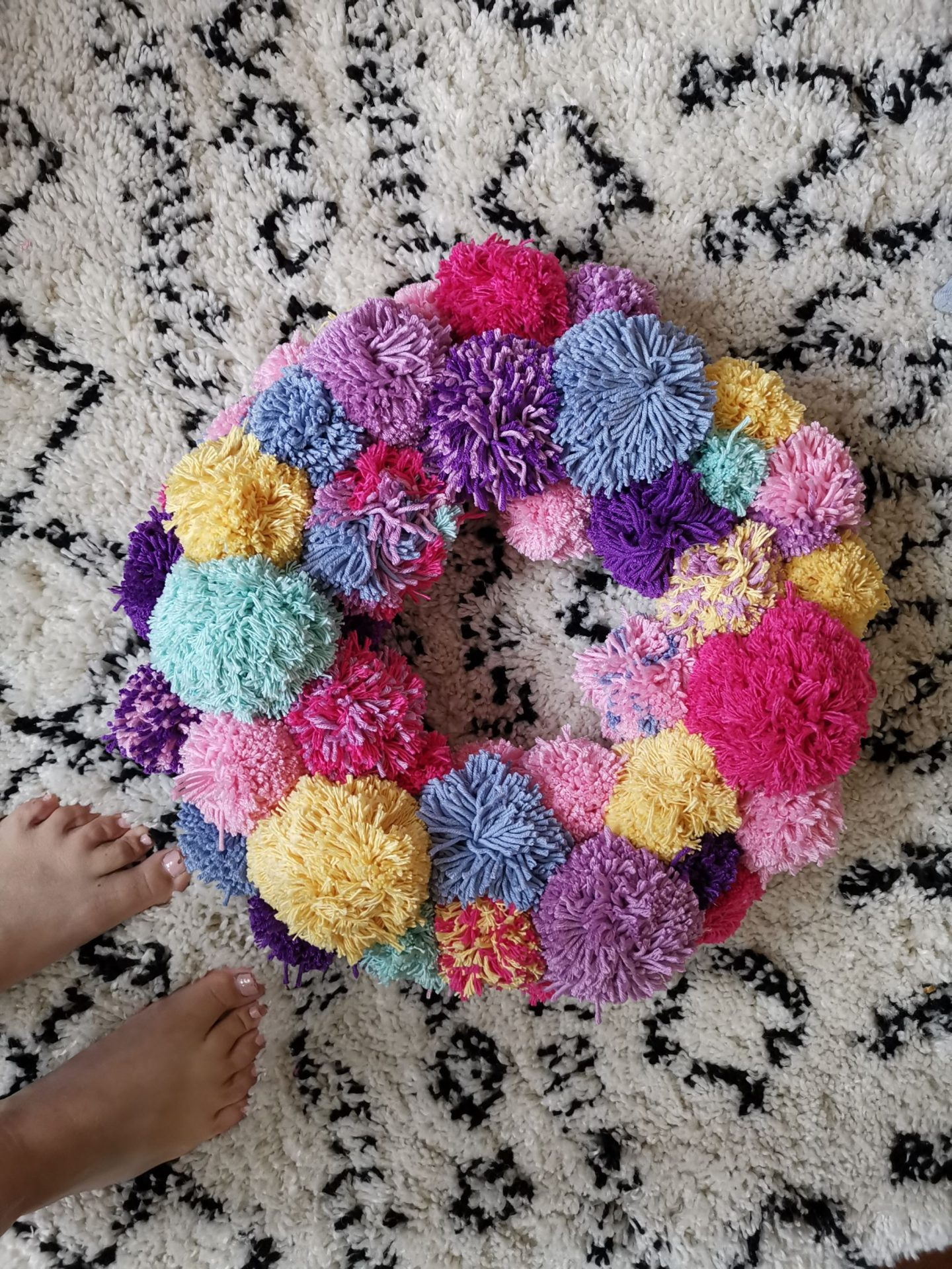 How to make a pastel pom pom wreath
