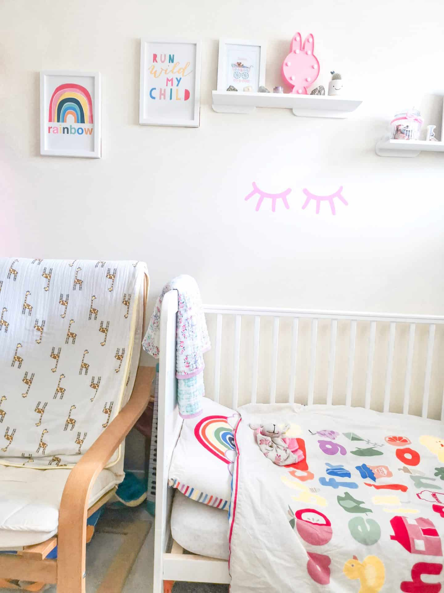 Gorgeous toddler girl bedroom ideas + free posters!