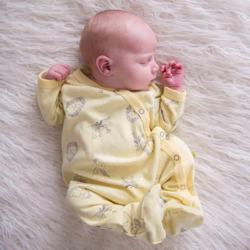 The best gender neutral baby going home outfits