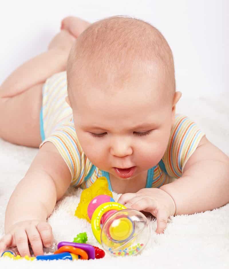 Fine motor skills activities for baby